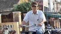 Ông bí thư đi xe đạp bị nghi giả nghèo