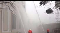 Diễn tập cháy khách sạn ở Quỳ Hợp, cứu 1 người mắc kẹt ở tầng 2