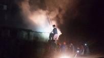 Cháy quán karaoke, nhiều người chạy thoát thân