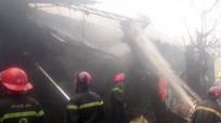 'Bà hỏa' thiêu rụi nhiều kho hàng tại phường Vinh Tân
