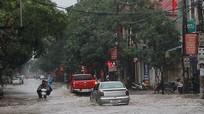 Nhiều tuyến đường thành Vinh ngập nặng chỉ sau một cơn mưa