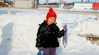 Bé 4 tuổi đi bộ 8km trong tuyết để tìm người cứu bà