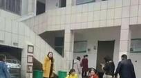 Chen lấn trong nhà vệ sinh trường học, 2 trẻ Trung Quốc tử vong