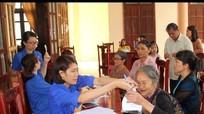Bệnh viện Lao và bệnh phổi Nghệ An khám và cấp thuốc miễn phí cho 150 người nghèo