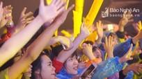 TP Vinh: Hàng nghìn khán giả mặc áo mưa 'quẩy' cùng Noo Phước Thịnh