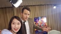 Khánh Vy '7 thứ tiếng' khoe ảnh selfie với sao Hollywood