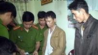 Bắt kẻ mang ma túy chống trả cảnh sát trong khách sạn