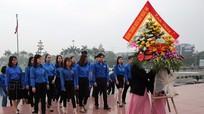 Chi đoàn Báo Nghệ An tổ chức dâng hoa, dâng hương báo công với Bác