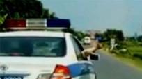 CSGT truy đuổi bắn thủng 2 lốp ôtô chở động vật hoang dã
