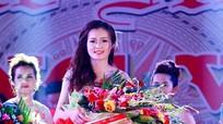 Nữ sinh ĐH Vinh đăng quang 'Người đẹp Làng Vạc 2017'