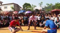 Hàng trăm VĐV tham gia bắn nỏ, đẩy gậy ở Kỳ Sơn