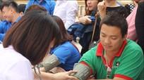 Gần 800 tình nguyện viên tham gia ngày hội hiến máu