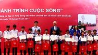 AIA Việt Nam lần thứ 4 mang 'Hành trình cuộc sống' đến với trẻ em nghèo Nghệ An