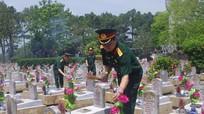 Bộ Tư lệnh Quân khu 4 dâng hương tưởng niệm các Anh hùng liệt sỹ