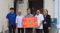 Quỳnh Lưu: Trao tiền hỗ trợ làm nhà và tặng xe lăn cho người khuyết tật
