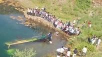 Ấn Độ: Xe buýt lao xuống sông, 44 người tử nạn