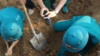 Đào móng xây viện kiểm sát, phát hiện 50 quả bom bi