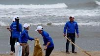 2.000 đoàn viên, thanh niên làm sạch bãi biển Cửa Lò