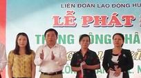 Trao 21 suất quà cho công nhân nghèo ở Nghi Lộc