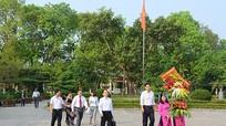 Đoàn công tác JICA Việt Nam dâng hoa tại Khu di tích Kim Liên