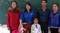 Đoàn xã Nghi Yên (Nghi Lộc) tặng 2 xe đạp cho học sinh công giáo