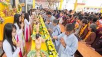 Hàng nghìn phật tử về dự Đại lễ Phật đản 2017