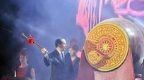Chủ tịch nước Trần Đại Quang đánh trống khai hội du lịch biển Cửa Lò
