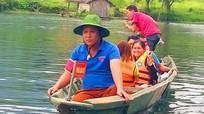 Đội tình nguyện hướng dẫn du lịch sinh thái ở Nghệ An