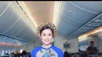 Tiếp viên Vietnam Airlines trình diễn áo dài ở độ cao 10.000 mét