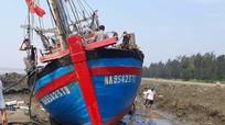 Tàu cá bị lật nghiêng, thiệt hại hàng trăm triệu đồng