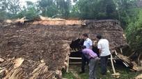 Hàng chục ngôi nhà bị đổ sập, tốc mái vì lốc xoáy kèm mưa đá