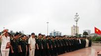 Đại biểu Hội Cựu chiến binh Việt Nam dâng hoa tại Quảng trường Hồ Chí Minh