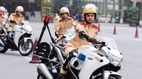 Xem nữ sinh cảnh sát xinh đẹp lái môtô phân khối lớn