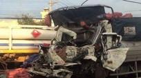 Xe đầu kéo tông xe tải biến dạng, 2 người tử vong trên cabin