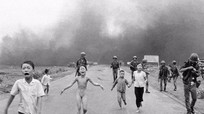Nick Út tặng bức ảnh 'Em bé Napalm' cho bảo tàng Việt Nam