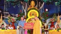 Nhiều chùa tổ chức Lễ Phật đản và trao quà từ thiện