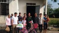 Tặng quà cho học sinh nghèo xã Trù Sơn và Đại Sơn