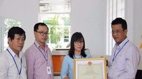 Thủ tướng tặng bằng khen cho nhân viên trả lại 1 tỷ đồng