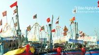 Trao áo phao và cờ Tổ quốc cho ngư dân Quỳnh Lưu