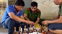 Bị bắt khi đưa gỗ trắc và rượu ngoại ra Hà Nội bán