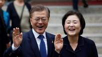 Chuyện tình cảm động của tân Tổng thống Hàn Quốc Moon Jae-in