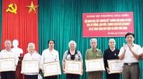 Trao tặng Huy hiệu Đảng cho 66 đảng viên