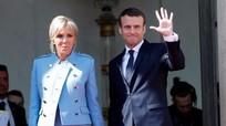 Phu nhân Tổng thống Pháp mặc đồ 'đi mượn' trong lễ nhậm chức của chồng