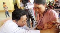Gần 1.000 trẻ em được khám sàng lọc bệnh tim và khuyết tật vận động
