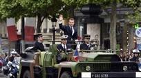 Macron là tổng thống Pháp đầu tiên chưa từng qua quân ngũ