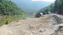 Quản lý chặt việc tận thu cát, sỏi lòng sông Nậm Mộ
