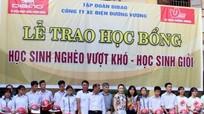 Quỳnh Lưu: Tặng 39 suất quà cho học sinh vượt khó học giỏi