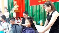 135 em nhỏ Tương Dương được cắt tóc miễn phí