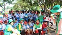 Hội làng nông thôn mới Hàn Quốc tặng quà cho trường tiểu học ven đô