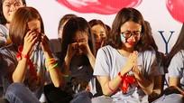 Giọt nước mắt trong đêm tri ân trưởng thành của học sinh trường Huỳnh